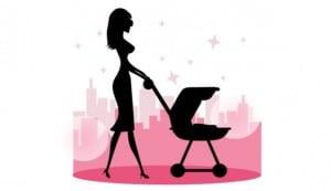 maman promenant bébé en poussette